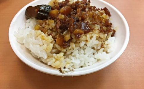 黃記魯肉飯のルーローファン