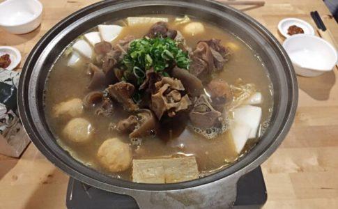 台北の車庫羊肉爐で提供されるヤンロウルー