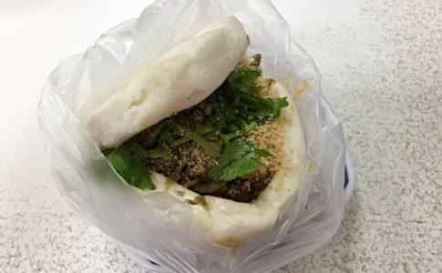 藍家割包の台湾式ハンバーガー