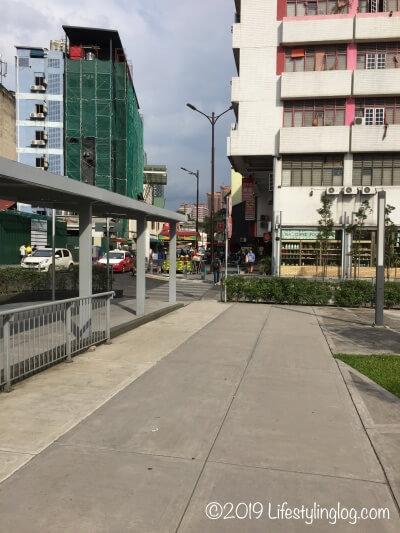 MRTのPasar Seni駅のA出口から見える風景