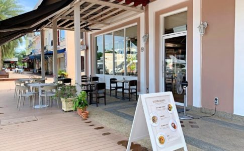 ランカウイ島にあるThe Loaf Bakery & Bistro