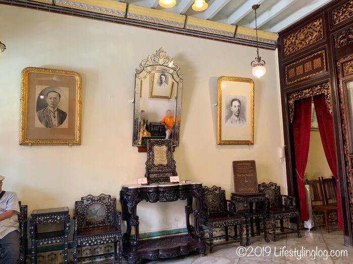 ババニョニャヘリテージ博物館(Baba & Nyonya Heritage Museum)の待合室と曾清秀(Chan Cheng Siew)の肖像画
