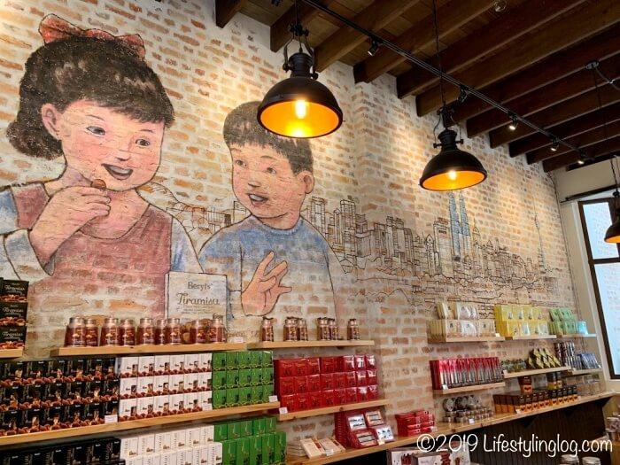 クアラルンプールのチャイナタウンにあるBeryl'sの店舗内に描かれたウォールアート