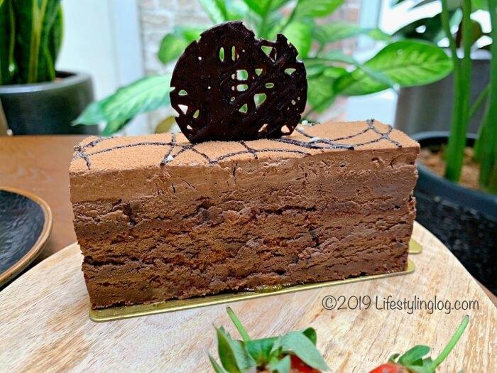 トリュフがたっぷり使われたBeryl's LOT18のChocolate Truffleケーキ