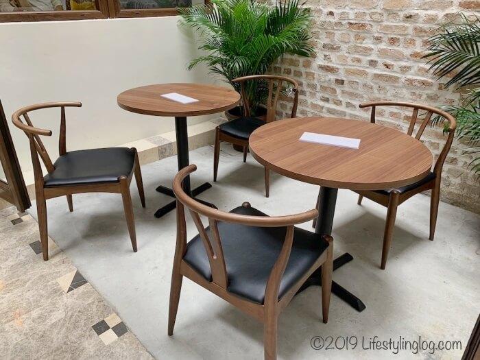クアラルンプールのチャイナタウン(Jalan Panggong)にあるBeryl's LOT18のテーブル席