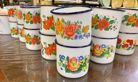 マラッカのジョンカーストリートにあるJumbo Artで販売されているレトロデザインのカップ