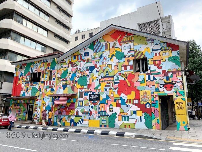 クアラルンプールのチャイナタウンにあるKiehl's(キールズ)のストリートアート