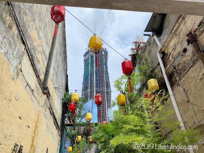 鬼仔巷(Kwai Chai Hong)から見える建設中のMerdeka PNB 118