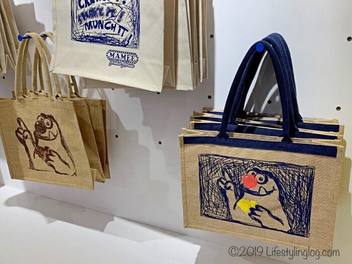 マラッカにあるMAMEE Jonker Houseで販売されているモンスターデザインのエコバッグ