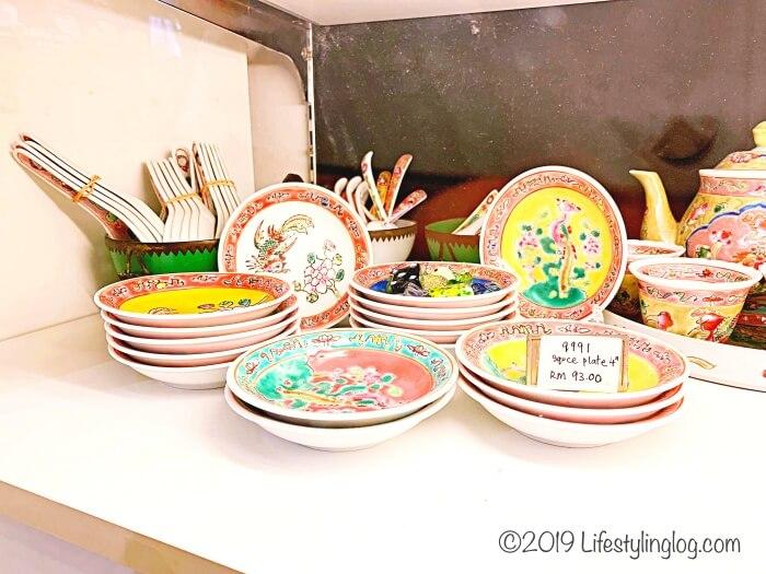 マラッカで販売されているプラナカンデザインの小皿