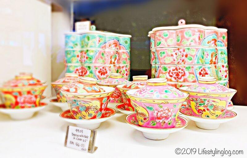 マラッカで販売されているプラナカンデザインの食器
