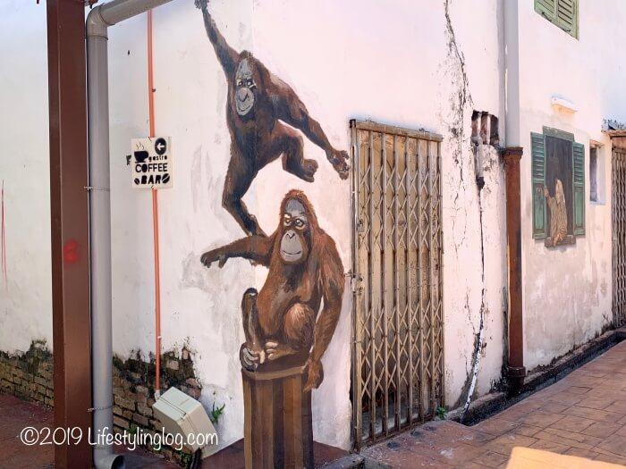 オランウータンを描いたマラッカのストリートアート