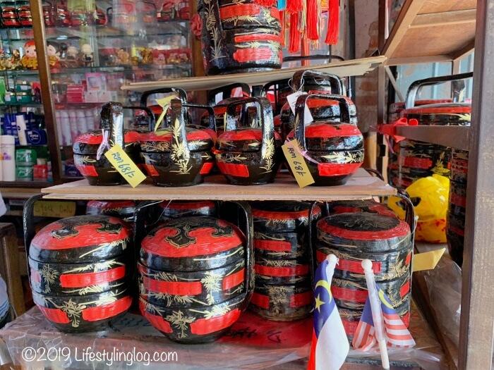マラッカの達興公司(Tak Hin & Co.)で販売されているニョニャバスケット(Sia Busket)