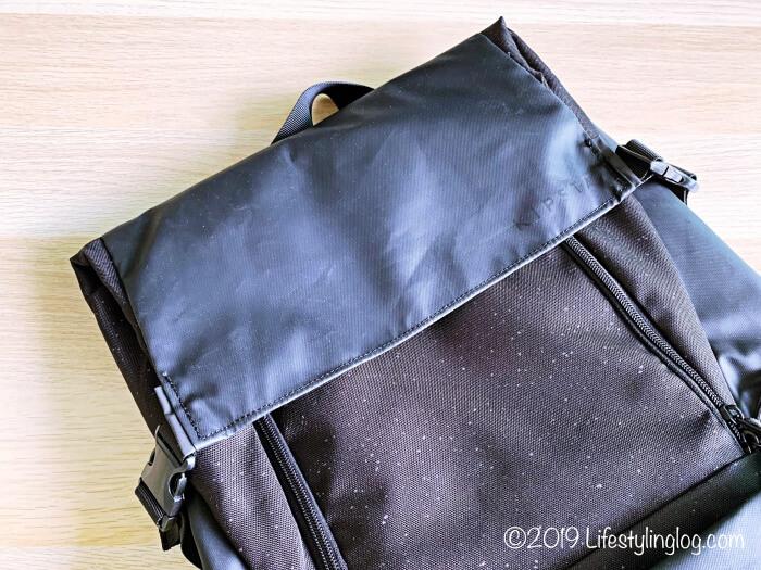 KIPSTA(キプスタ)のIntensive 25 リットルバッグパックのカバー部分