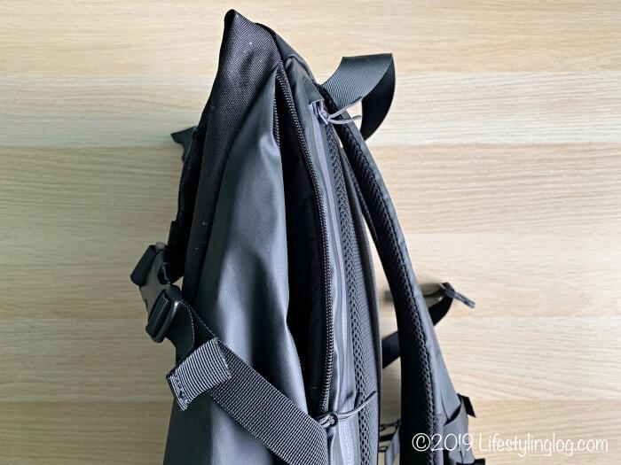 KIPSTA(キプスタ)のIntensive 25 リットルバッグパックのサイドポケット