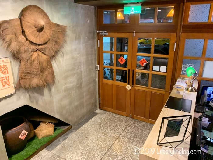 建山大旅社(ジェンシャンホテル)のフロントエリア