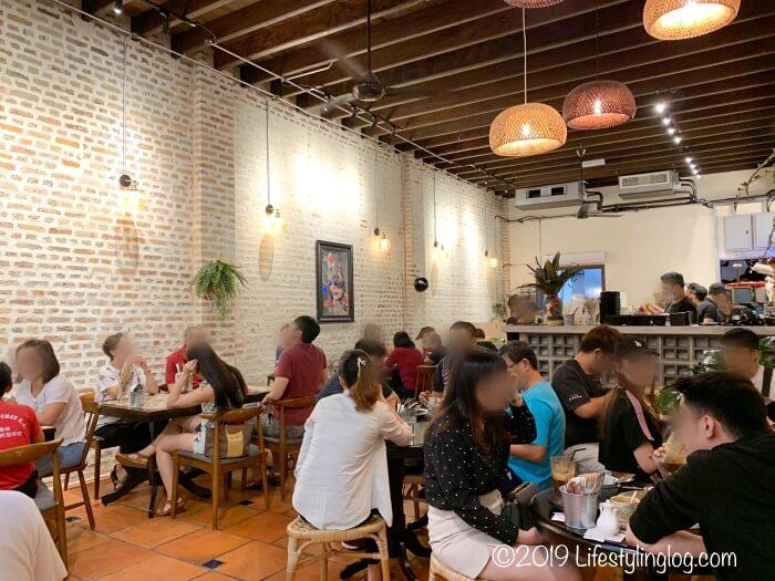 Luckin KopiのKwai Chai Hong側にある飲食スペース