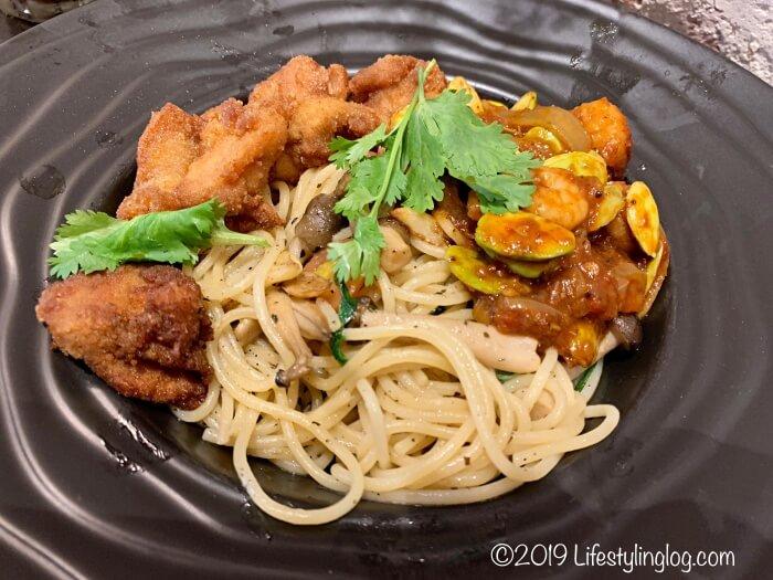 Luckin KopiのPetai Pastaの唐揚げとPetai豆