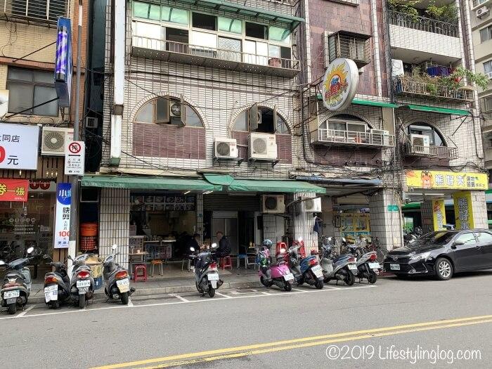 世界美食総匯の店舗外観