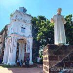 マラッカにあるセントポール教会とフランシスコ・ザビエル像