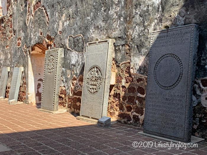 マラッカのセントポール教会跡地にある墓碑