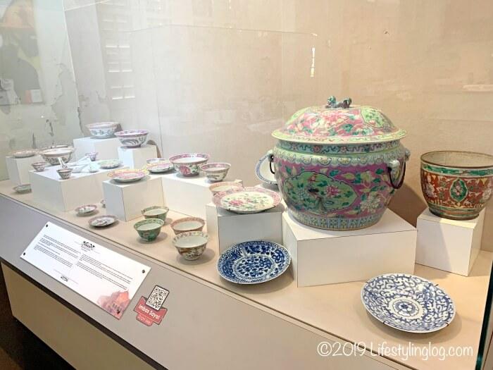 Stadthuys(スタダイス)の博物館に展示されているプラナカン陶磁器