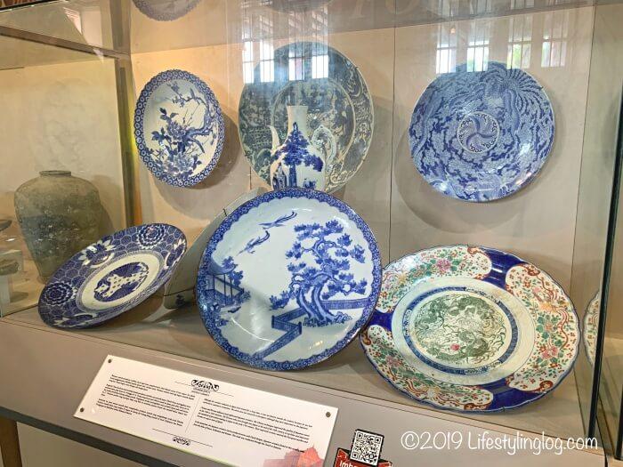 Stadthuys(スタダイス)の博物館に展示されている日本の焼き物