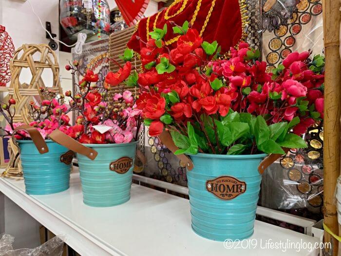 The Basket Shopで販売されている花の飾り