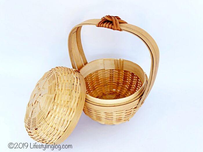The Basket Shopで購入した竹製ミニバスケットの蓋を開けたところ