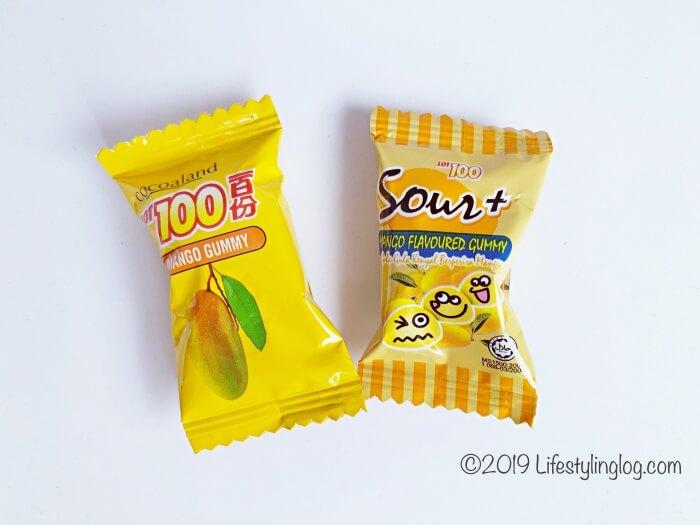 LOT100の従来のマンゴーグミとSour+(サワープラス)のパッケージ比較