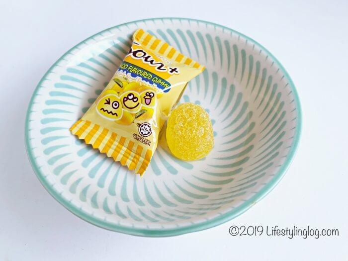 酸味が増量したLOT100のSour+(サワープラス)マンゴフレーバーグミ