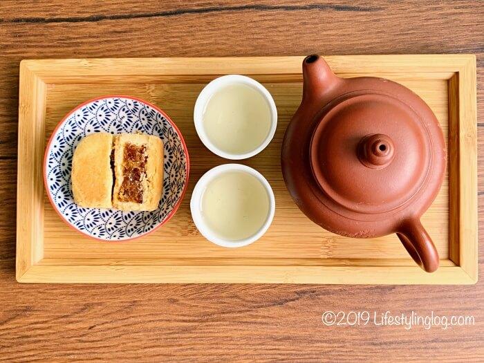 太陽堂老店のパイナップルケーキと台湾茶
