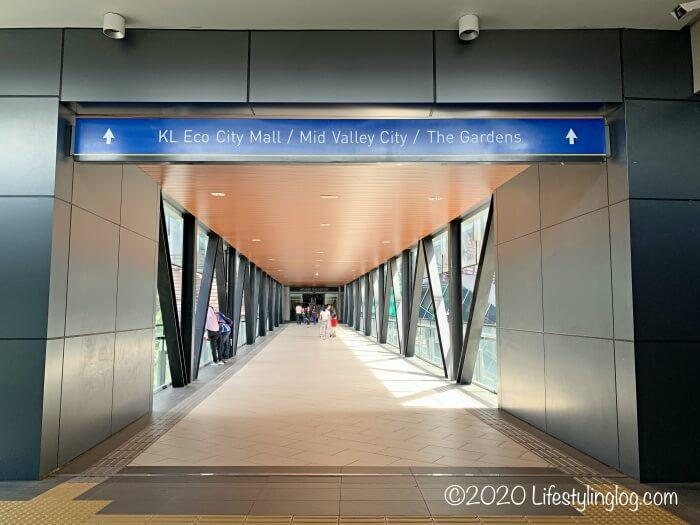 KTMのAbdullah Hukum駅からKL Eco Cityやミッドバレーに繋がるブリッジ
