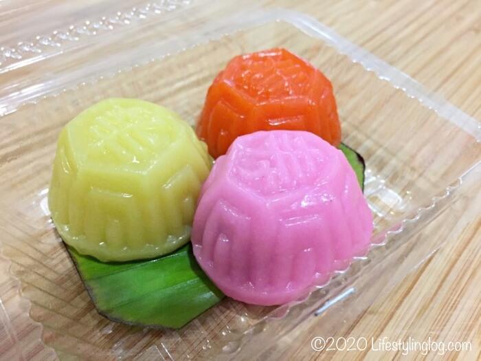 ミニサイズの紅龜粿(アンクークエ)