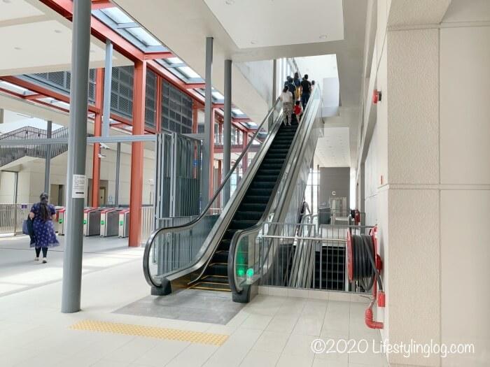 KTMのAbdullah Hukum駅にあるエスカレーター