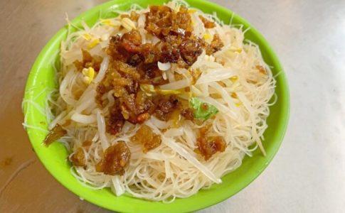 台北の雙連企鵝文肉羹店のビーフン