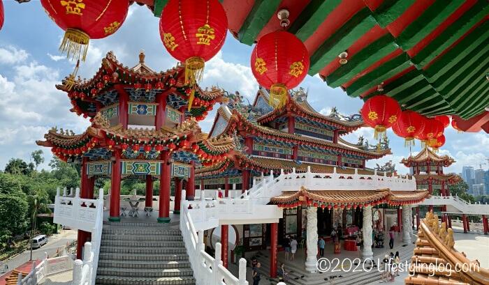 クアラルンプールの天后宮(Thean Hou Temple)の本殿を見下ろしたところ