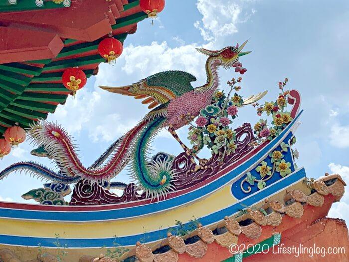 クアラルンプールの天后宮(Thean Hou Temple)の鳳凰の彫刻