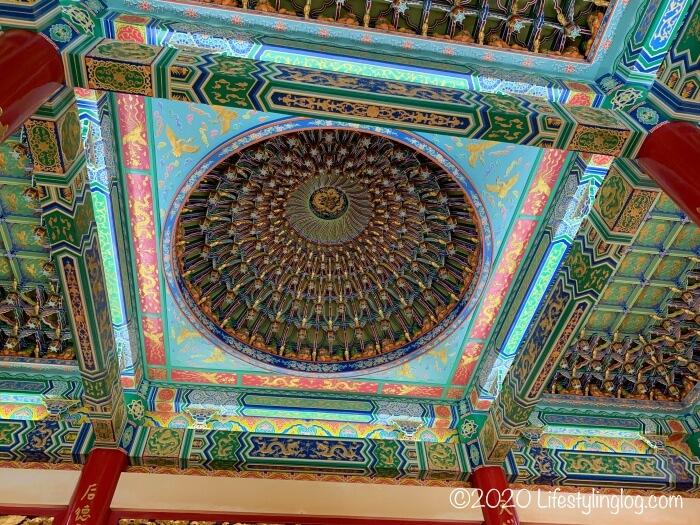 クアラルンプールの天后宮(Thean Hou Temple)の本殿内にある天井