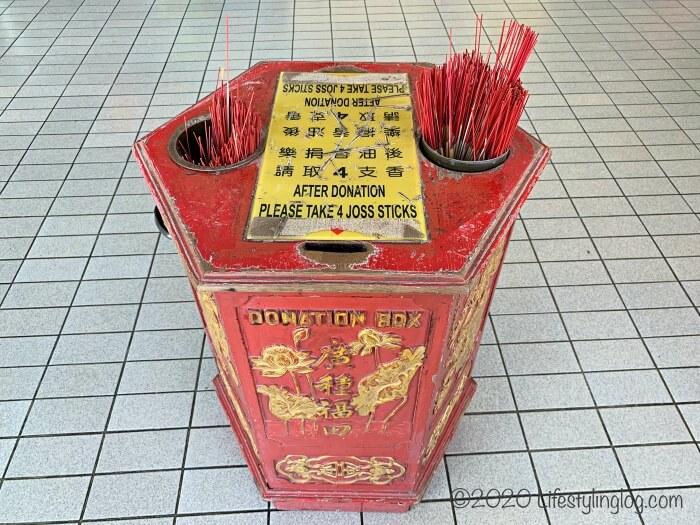 クアラルンプールの天后宮(Thean Hou Temple)にあるお線香置き場