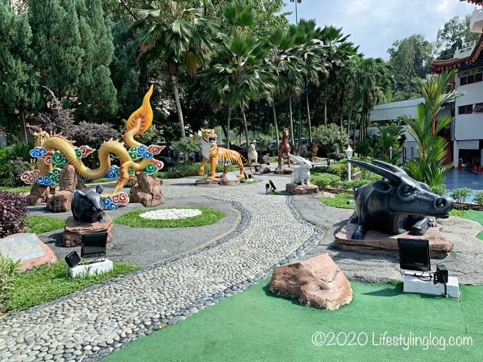 クアラルンプールの天后宮(Thean Hou Temple)の敷地内にある十二支のオブジェ