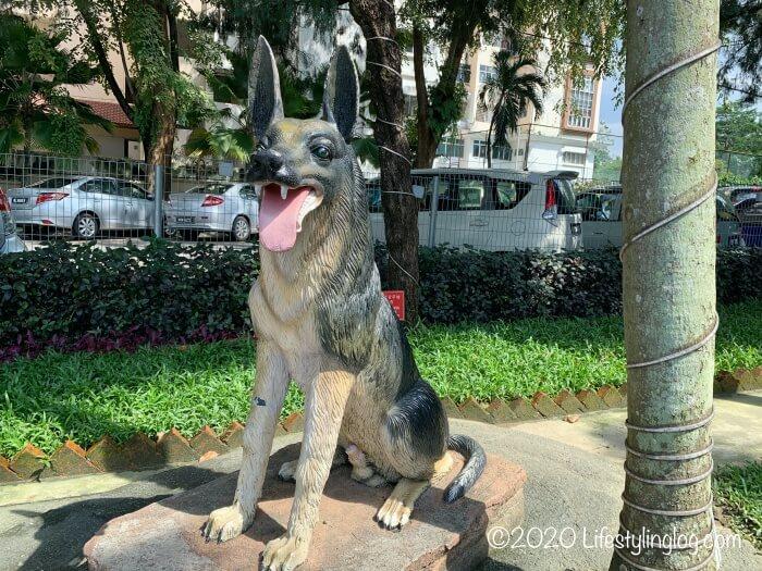 クアラルンプールの天后宮(Thean Hou Temple)の敷地内にある狗