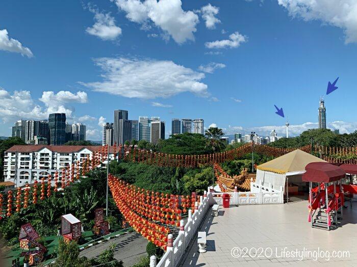 クアラルンプールの天后宮(Thean Hou Temple)から見えるPNB118とKLタワー