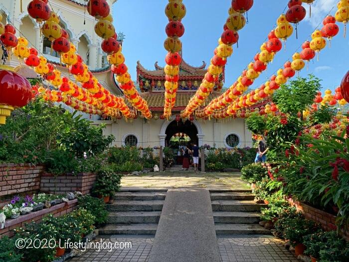 極楽寺(Kek Lok Si Temple)のパゴダへの入口