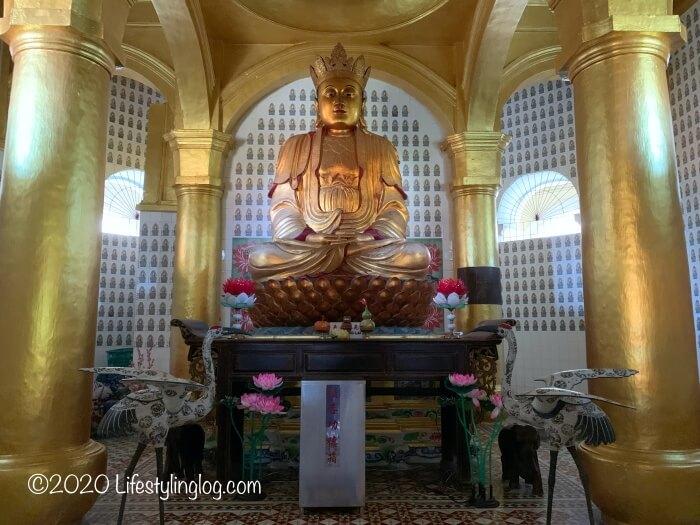 極楽寺(Kek Lok Si Temple)のパゴダ内にある仏陀像