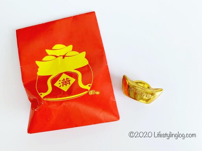 紅包に入った極楽寺(Kek Lok Si Temple)の金元寶