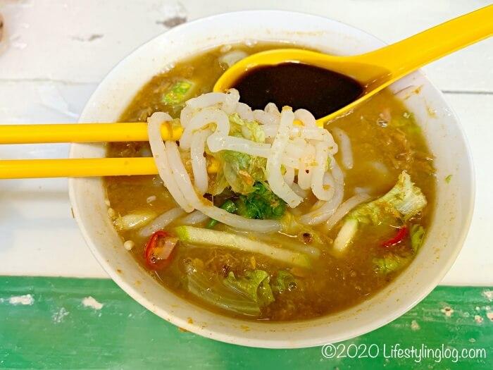 Moh Teng Pheow Nyonya Koay(莫定標娘惹粿廠)のラクサに使われている麺