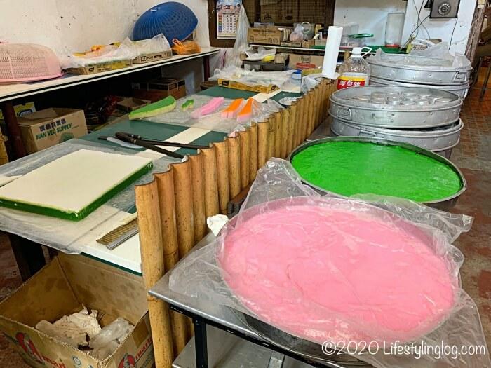 Moh Teng Pheow Nyonya Koay(莫定標娘惹粿廠)の工場内で作られたクエ