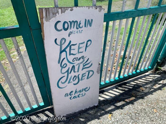 Nala's Kampung Houseの前にある看板