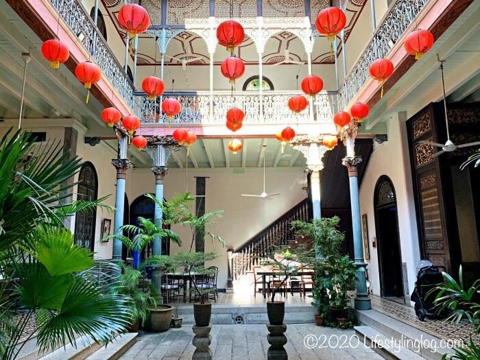 吹き抜けデザインのブルーマンション(Cheong Fatt Tze Mansion)のセントラルコートヤード